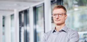 Coach Marc Kaltenhäuser Halb-Profil stehend